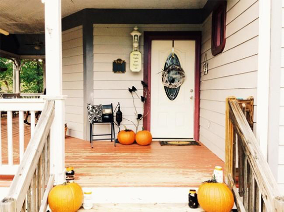 650_1000_halloween-front-porch-and-mantle-1